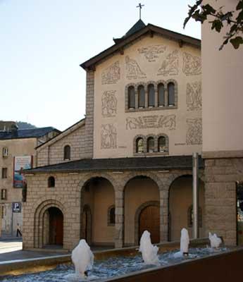 Fachada de la Igreja de Sant Pere Màrtir en Andorra